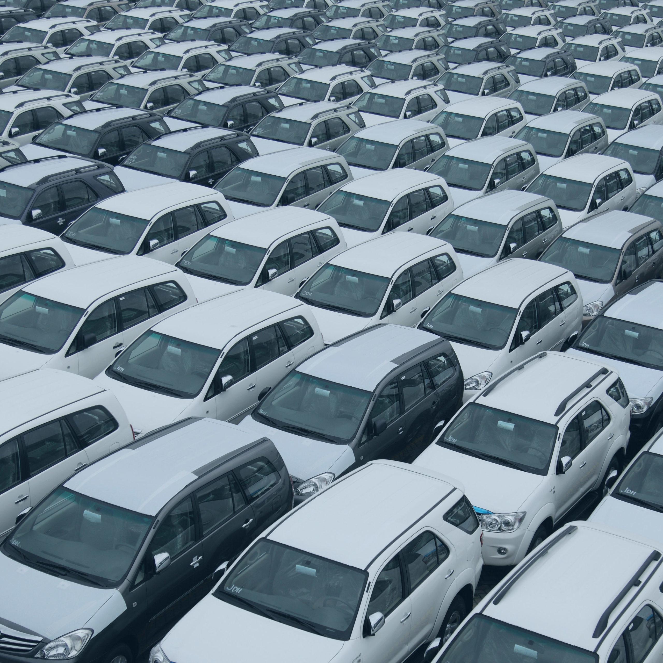 Verschiedene Autos mit gleichen Teilen